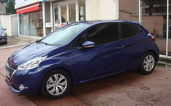 Peugeot 208 bleue, Esthétique vitres teintées, Confort Glass à Caluire, Lyon