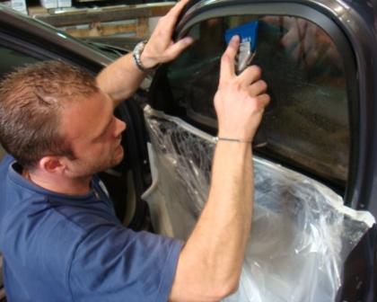 Savoir faire, technicien automobile, Concours de pose de film teinté SOLARSCREEN 2009, savoir faire vitres teintées