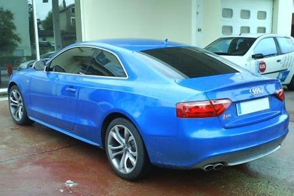 Vitres sécurisées automobile bleue
