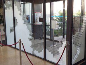 Bâtiment, film vitrage dépoli personnalisé, Confort Glass Sathonay-Camp, Lyon