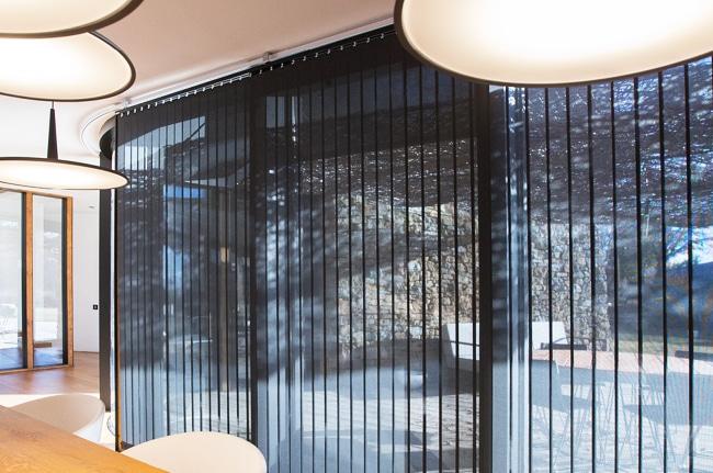 Stores bandes verticales, Confort Glass bâtiment, Sathonay-Camp, Lyon