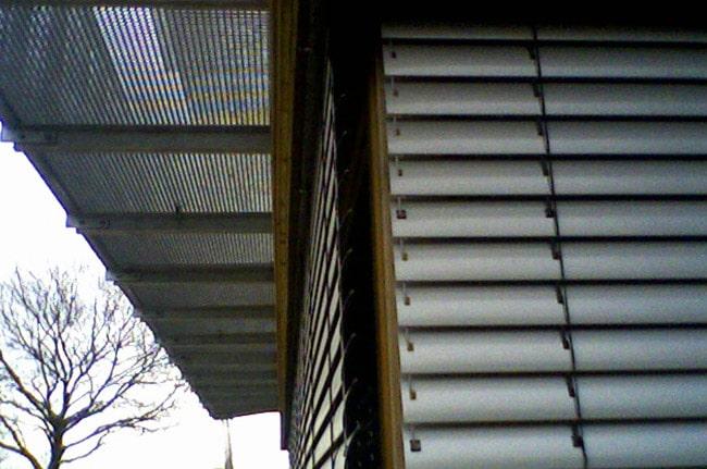 Brise soleil orientables, Confort Glass Bâtiment, Sathonay-Camp, Lyon, région Rhône-Alpes