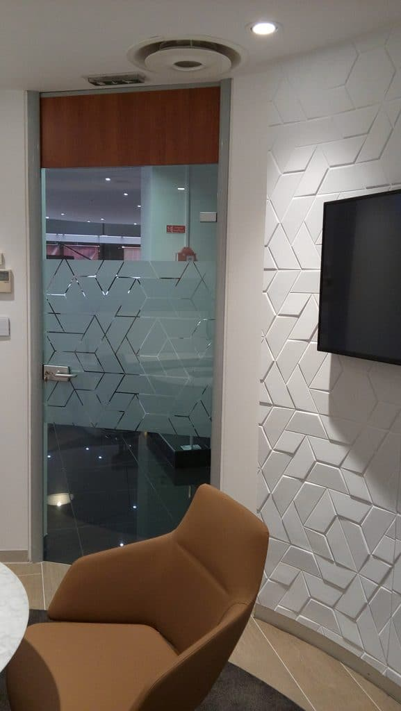 Film dépoli décoration, personnalisé, pour vitrage, Confort Glass Bâtiment, Sathonay-Camp, Lyon, région Rhône-Alpes