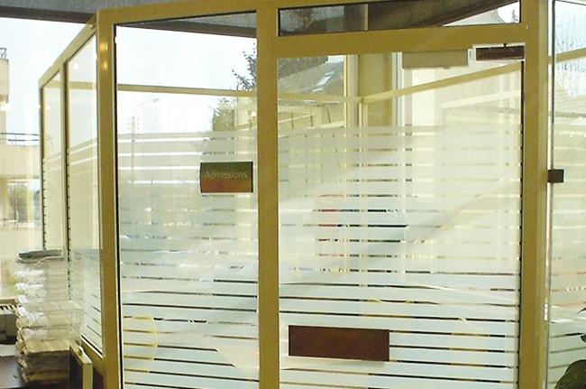 Film dépoli rayures, Confort Glass Bâtiment, Sathonay-Camp, Lyon, région Rhône-Alpes