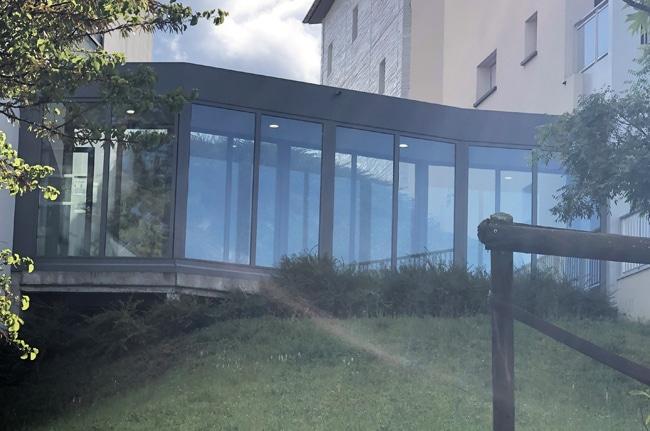 Film solaire Silver 20 OSW sur vitrage façade, avant, Confort Glass Bâtiment, Caluire, Lyon, région Rhône-Alpes