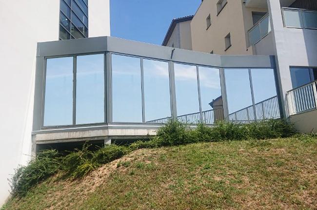 Film solaire Silver 20 OSW sur vitrage façade, après, Confort Glass Bâtiment, Sathonay-Camp, Lyon, région Rhône-Alpes