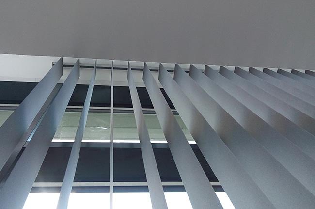 Stores à lamelles verticales, Confort Glass Bâtiment, Sathonay-Camp, Lyon, Rhône-Alpes