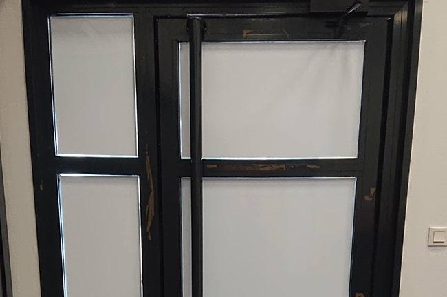 Film opaque blanc total pour vitrage, Confort Glass Bâtiment, Sathonay-Camp, Lyon, région Rhône-Alpes