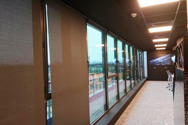 Stores intérieurs marrons, Confort Glass Bâtiment, Caluire, Lyon, région Rhône-Alpes