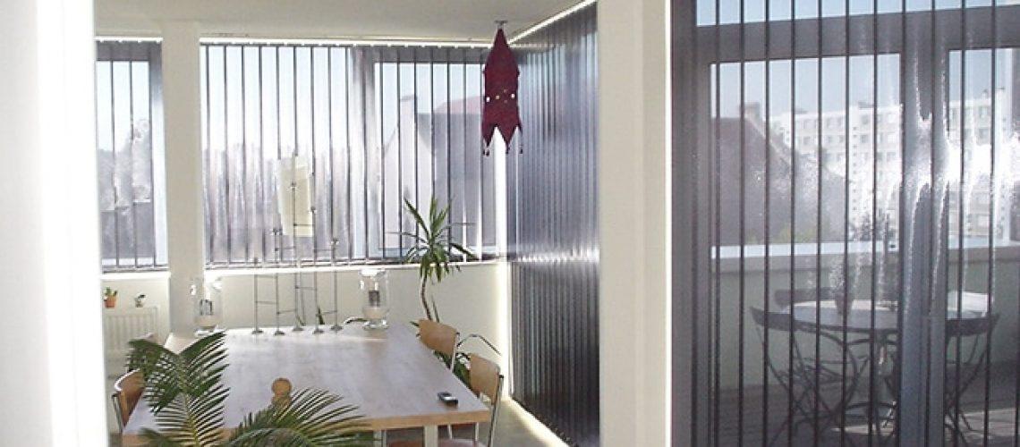Stores bandes verticales, Confort Glass Bâtiment, Sathonay-Camp, Lyon, région Rhône-Alpes