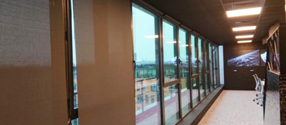 Stores intérieurs marrons, Confort Glass Bâtiment, Sathonay-Camp, Lyon, région Rhône-Alpes